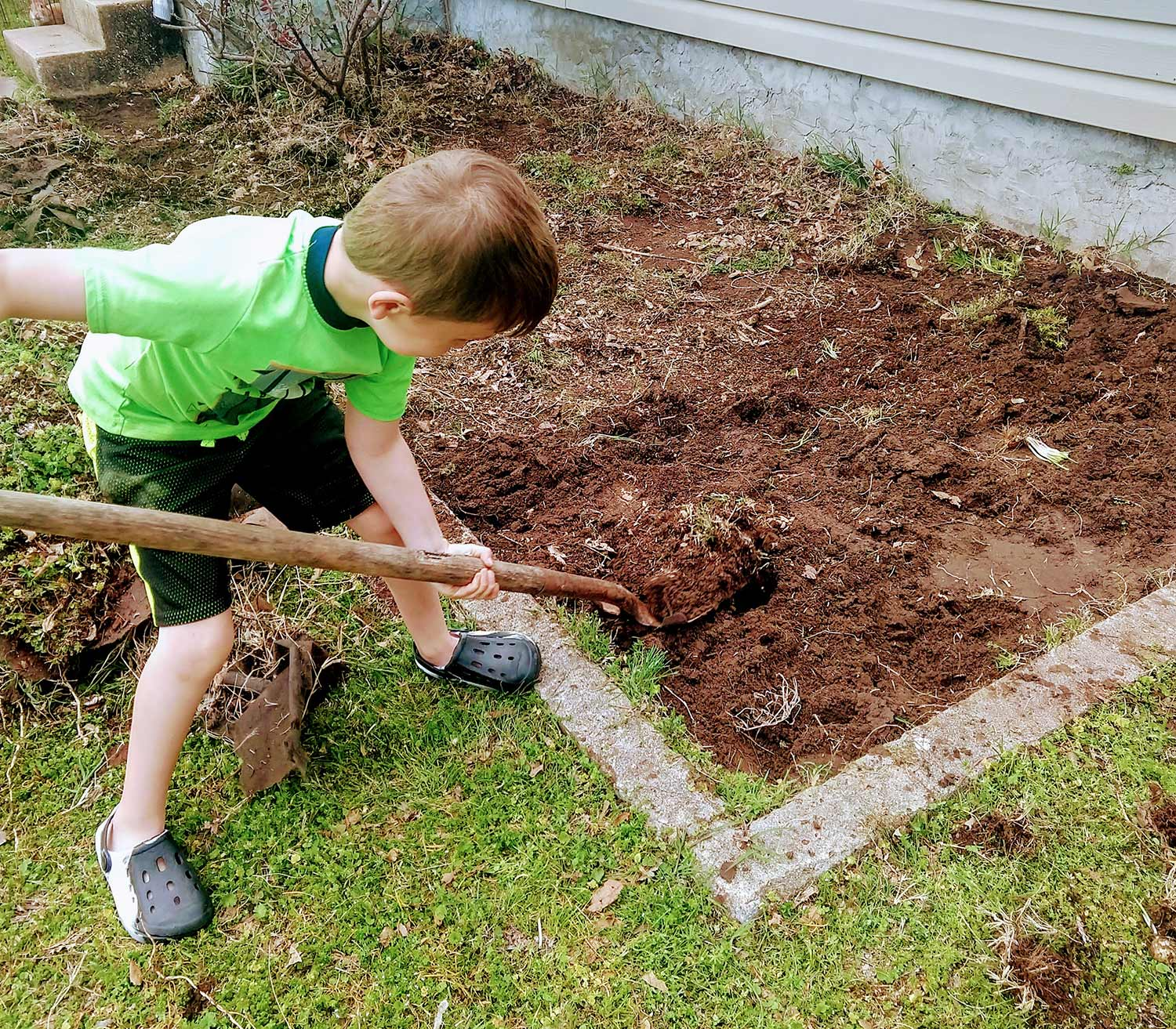 Young person dig in front yard